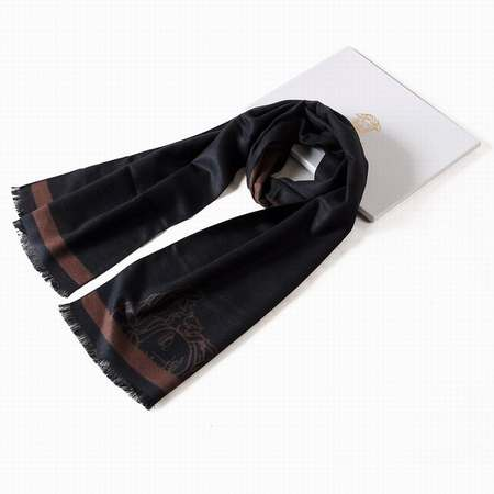 pliage foulard homme,femme au foulard dans django,foulard homme vert a0e64b006a9